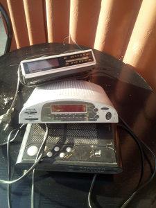 Radio budilnik sat