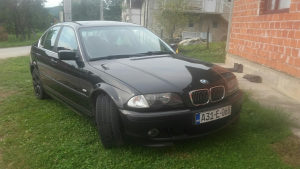 BMW 325i stranac