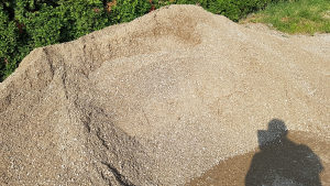 Pjesak šljunak kamen šakaš kamen za nasip