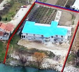Kuća 850 m2 (stanovanje i sportski centar) Šušnjari BL