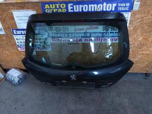 Zadnji gepek zadnja hauba peugeot 207 limuzina 2010