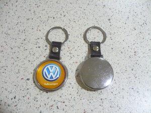 Privjesak volkswagen vw za ključeve i drugo zlatni