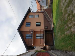 Kuća sa dvorištem Gračanica - Centar