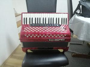 Melodija Harmonika 120 basova/troglasna