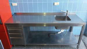 Radni,sto sa sudoperom i ostavom 2mx70cm