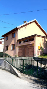 Kuća Sarajevo-zamjena za manji stan uz doplatu