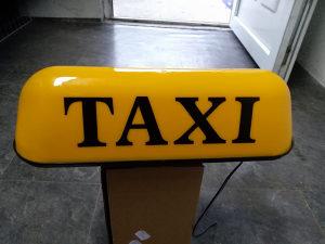 Taxi tabla na magmet ravni