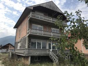 Troetažna kuća sa dvorištem u Sarajevu/Osjek
