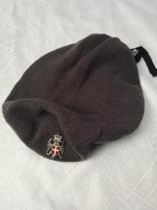 Siva vojna beretka sa oznakom VRS