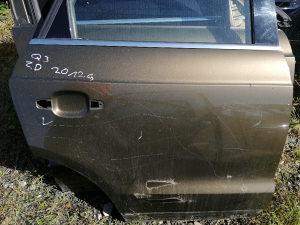 Audi q3 prednja desna vrata zadnja desna vrata