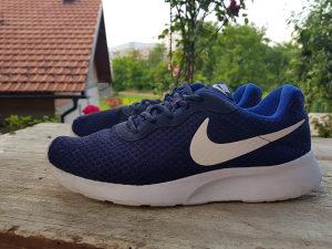 Nike Tanjun Roshe Run broj 42