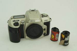 fotoaparat NIKON F60 analogni