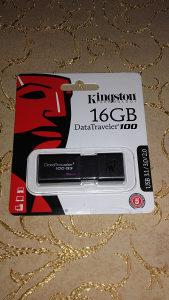 USB memory stick od 16GB i od 4GB