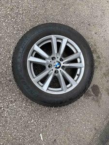 Prodajem cetiri zimske gume sa felgama BMW