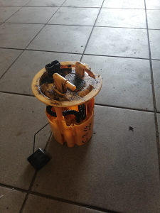 Citroen C3 plovak rezervoara 1.4 HDI