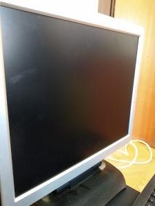 Polovan Kompjuter zajedno sa monitorom