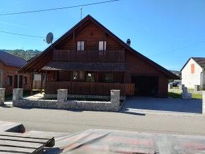 Kuća u Motikama sa pomoćnim objektom - 210 m2