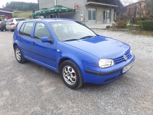 VW Golf 4 1.6 benzin 4 vrata euro4 KLIMA model 2001