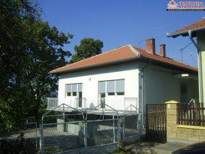 Prizemna kuća sa garažom u gradu ID 684/SK