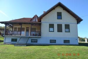 Kuća 220 m2 na parceli 32670 m2, Bare, Tuzla