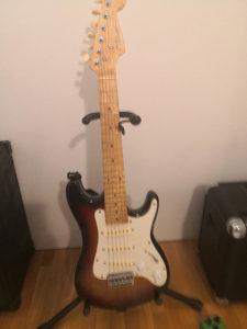 Mala elektricna gitara 1/2 skale, overdrive  i pojacalo