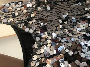 Siva haljina sa sljokicama