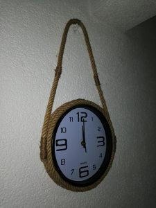 Zidni sat ručni rad