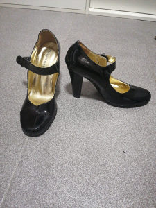 Footwear štikla