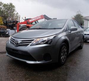 Toyota Avensis 2012 2.0D-dijelovi limarije i mehanike