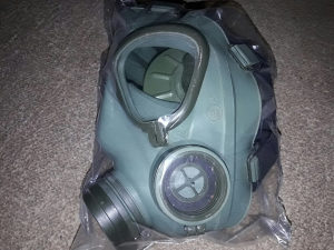 Gas maska M2 sa filterom i torbicom. Novo zapakovano.