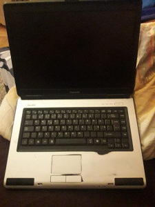 Laptop Toshiba Satellite L40-157