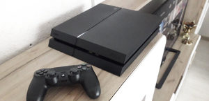 PS4 Playstation4 Čipovan 500gb 20 hit igra