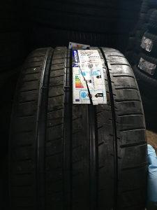 Prodajem 2 gume 295 30 22 Michelin NOVO