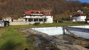 Kuće sa bazenom i ribnjakom Visoko