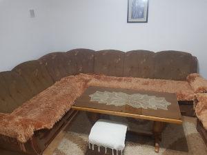 Ugao, fotelja, stol