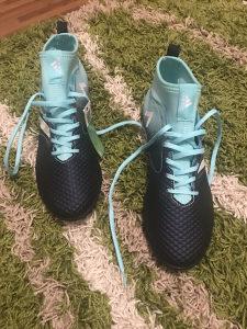 Adidas patike 42 broj za dvoranu