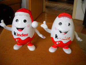 Kasa - kasica KINDER - KINDERINO - 2 različite figure