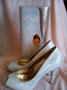 srebrene cipele i torbica