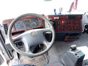 Kamion Mercedes Actros 2546 sa kranom i prikolicom
