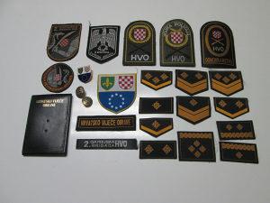Lot vojnih oznaka - amblema / Povoljno