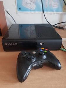 Xbox 360 E slim + igre