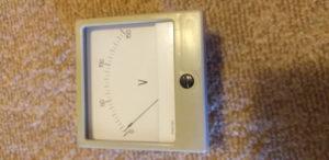 Voltmetar analogni mjerni instrument