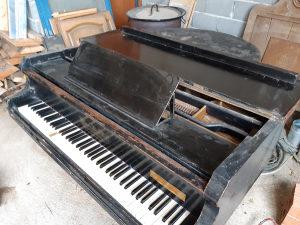 Polukoncertni klavir Gebruder Stingl Wien