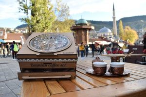 Bosanski set za kafu u drvenoj kutiji