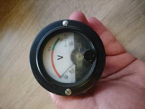 Voltmetar-pokazivač stanja punjenja ili baterije